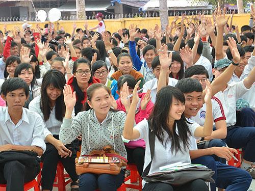 Học sinh hào hứng tham gia chương trình tại Trường THPT Nguyễn Minh Quang, tỉnh Hậu Giang Ảnh: TẤN THẠNH