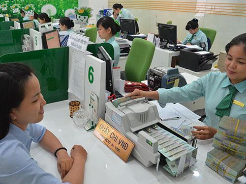 Lãi suất tiền gửi tối đa bằng VNĐ chỉ còn 5,5%/năm kể từ ngày 29-10 ẢNH: TẤN THẠNH