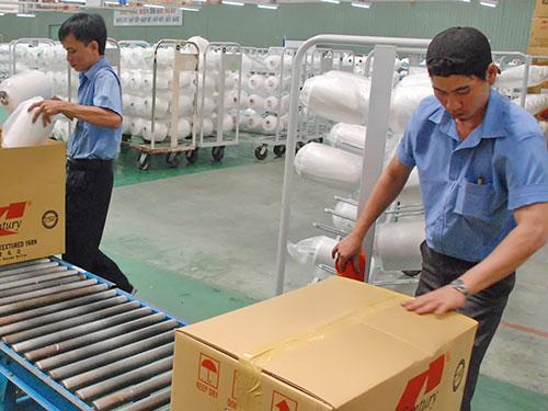 Đóng gói sản phẩm tại Công ty CP Sợi Thế Kỷ (huyện Củ Chi, TP HCM)Ảnh: TẤN THẠNH
