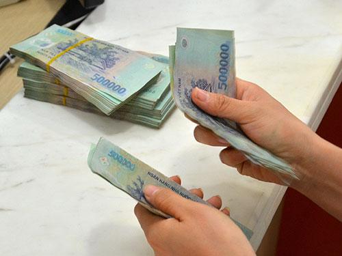 Nợ xấu sẽ được đưa về dưới 3% vào cuối năm 2015 Ảnh: TẤN THẠNH