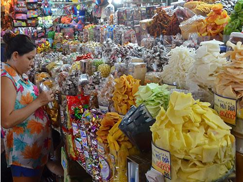 Nguồn hàng đã chuẩn bị sẵn sàng nhưng sức mua trong dịp Tết Nguyên đán vẫn còn là ẩn số  Ảnh: Tấn Thạnh