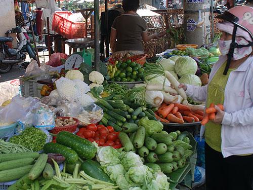 Nhiều mặt hàng thực phẩm, rau, củ đã tăng giá từ 5%-20% Ảnh: Tấn Thạnh
