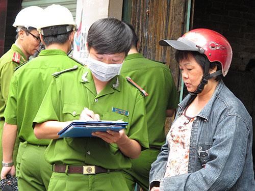 Bà Trần Thị Châu Lan đau buồn trước thảm cảnh của gia đình anh traiẢnh: PHẠM DŨNG
