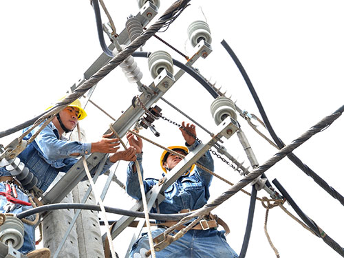 Quý I/2014, EVN lỗ trên 2.000 tỉ đồng, chủ yếu do phải phát điện từ nguồn điện giá cao. Ảnh: Tấn Thạnh