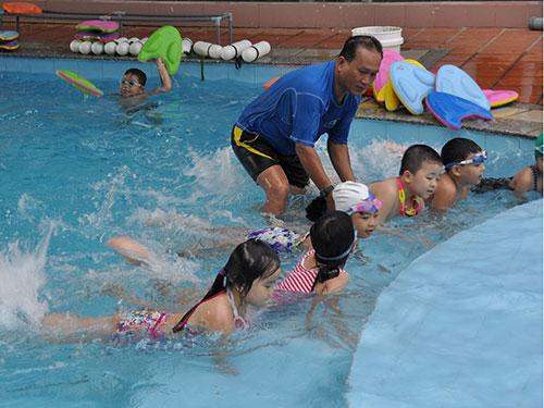 Đà Nẵng là địa phương được đánh giá làm tốt việc phổ cập dạy bơi cho học sinh tiểu học                                   Ảnh: BÍCH VÂN