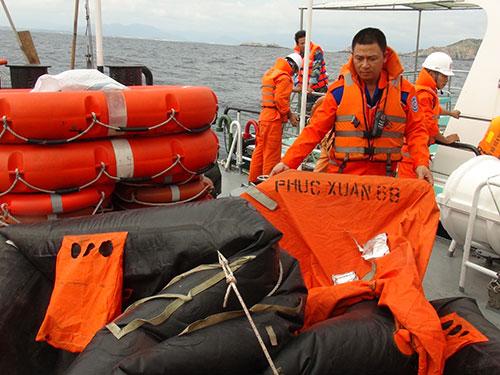 Lực lượng cứu nạn vớt được nhiều vật nổi của tàu Phúc Xuân 68