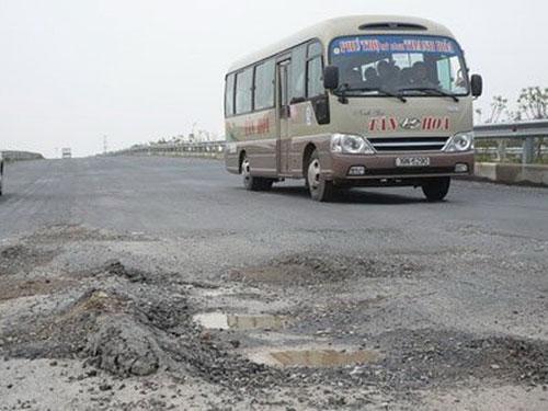 Việc lún, nứt trên đường cao tốc Cầu Giẽ - Ninh Bình từng gây ra phản ứng trong dư luậnẢnh: Vũ Điệp