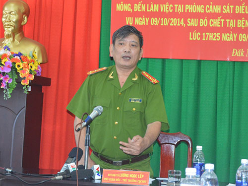 Đại tá Lương Ngọc Lếp - Phó Giám đốc Công an tỉnh Đắk Nông - chủ trì buổi họp báo