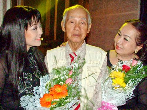 Ca sĩ Hương Lan và NSƯT Hồng Vân mừng thọ soạn giả Kiên Giang 80 tuổi tại Nhà hát TP (chương trình Làn điệu phương Nam)