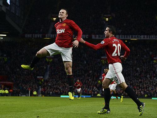Rooney (trái) trở lại sẽ giúp M.U tự tin hơn với mục tiêu giành ít nhất 1 điểm tại sân Etihad. Ảnh: REUTERS