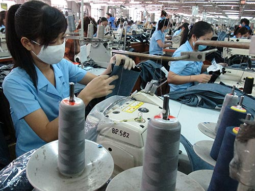 Dệt may sẽ hưởng lợi lớn từ TPP. Trong ảnh: Sản xuất quần áo xuất khẩu tại Công ty CP May Sài Gòn 3 Ảnh: Hồng Thúy