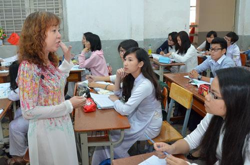 Dạy tích hợp, liên môn, giáo viên vất vả hơn so với dạy chuyên môn. Trong ảnh: Một giờ học tại Trường THPT Marie Cuire, TP HCM Ảnh: TẤN THẠNH