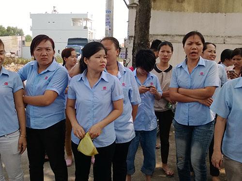 """Hàng trăm công nhân Công ty TNHH Young Woo (huyện Hóc Môn, TP HCM) đã rời bỏ công ty vì giám đốc """"nói một đằng, làm một nẻo"""""""
