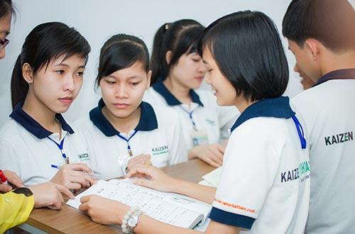 Thực tập sinh do Công ty Esuhai tuyển chọn tìm hiểu thông tin trước khi sang Nhật Bản