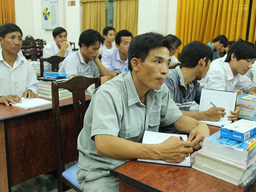 Công nhân tham gia lớp học thường xuyên do Công đoàn Tổng Công ty Nông nghiệp Sài Gòn tổ chức