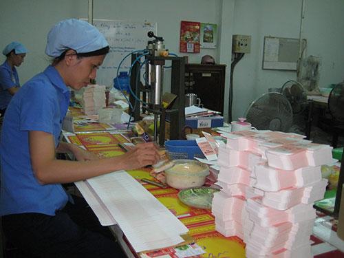 Công nhân Công ty CP Bao bì Sài Gòn được thưởng Tết 1,5 tháng lương Ảnh: HỒNG ĐÀO