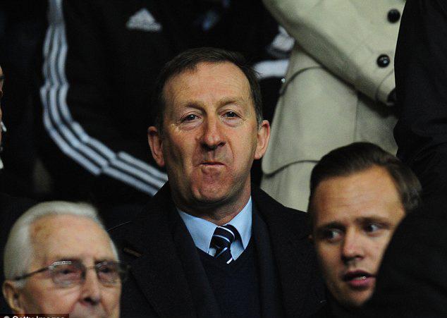 Chủ tịch Swansea, ông Huw Jenkins