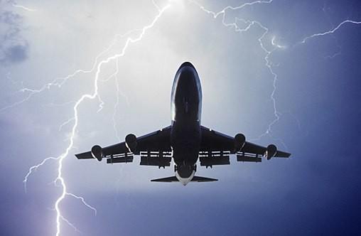 Máy bay Anh bị sét đánh, hành khách hoảng loạn