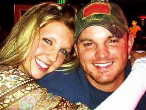 Cô dâu Kali Shay Dobson và chú rể Ryan Patrick Quinton. Ảnh: Facebook