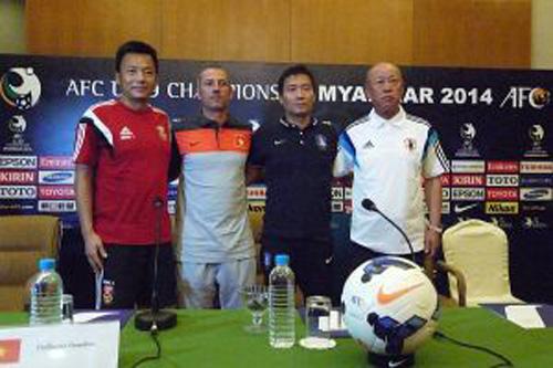 Bốn HLV của 4 đội ở bảng C