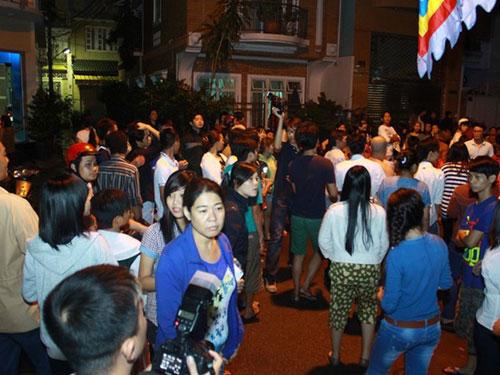 Chờ xem mặt ca sĩ tại lễ tang Wanbi Tuấn Anh