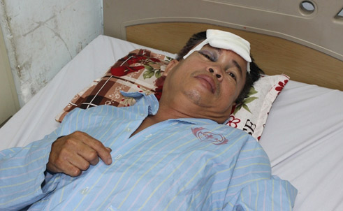 Ông Lê Văn Nghị đang được điều trị tại Bệnh viện Đa khoa tỉnh Nghệ An. Ảnh: Báo Công an TP Hồ Chí Minh