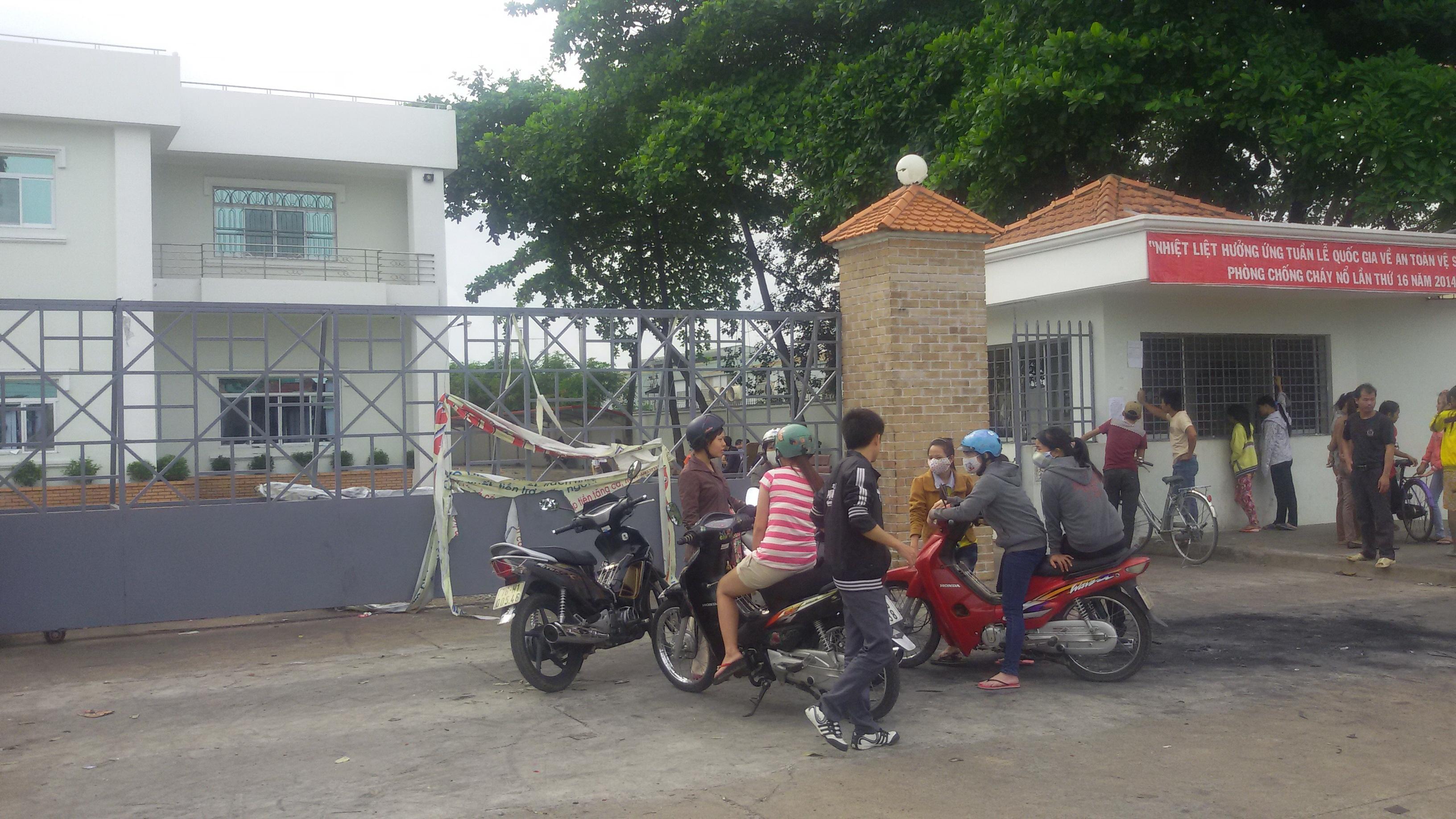 Công nhân công ty Long Huei VN (KCN Sóng Thần) trở lại nhà máy với hy vọng sớm ổn định việc làm