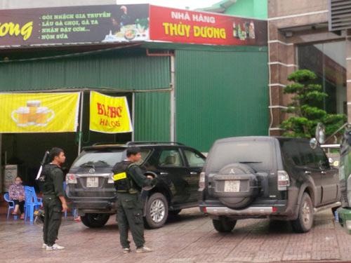 Lực lượng công an khám xét trụ sở Công ty TNHH Tuấn Đông tại TP Móng Cái