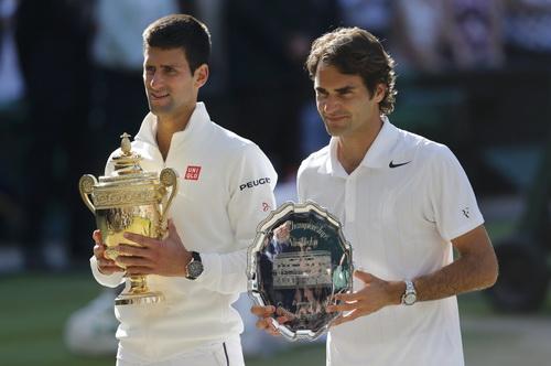 Djokovic và Federer trên bục nhận cúp