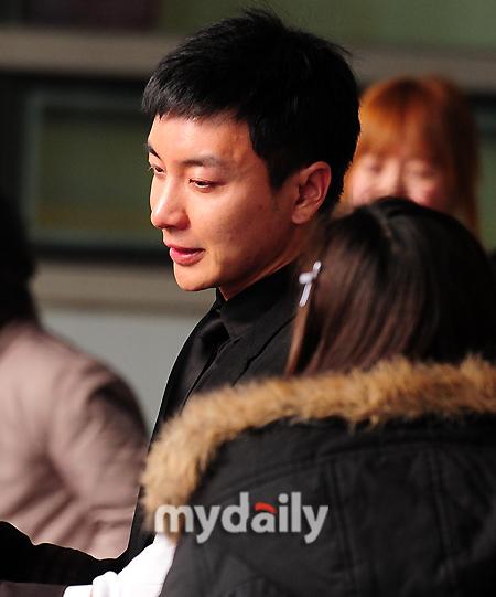 Leeteuk khóc trong ngày đại tang