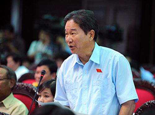 Ông Nguyễn Bá Thuyền cho biết khi tiếp xúc cử tri, cử tri nói đại biểu Quốc hội sao dốt thế xung quanh việc có 3 mức tín nhiệm: tín nhiệm cao, tín nhiệm và tín nhiệm thấp.