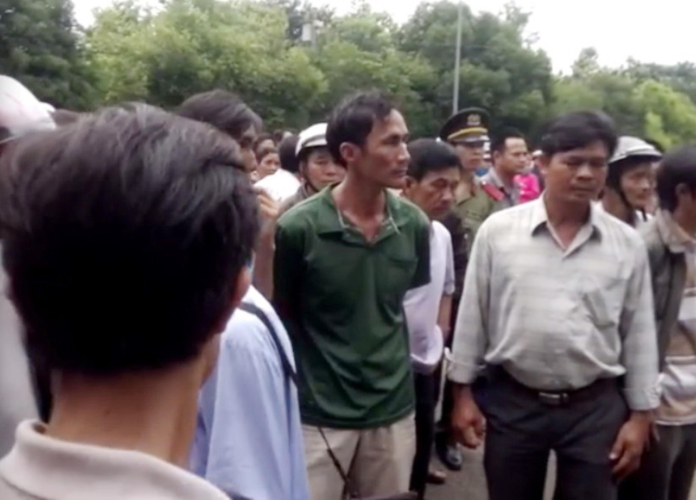 Nhiều người dân bức xúc vì không được tham dự buổi đối thoại trực tiếp của chủ tịch UBND tỉnh Bình Phước về việc thu hồi đất, làm dự án