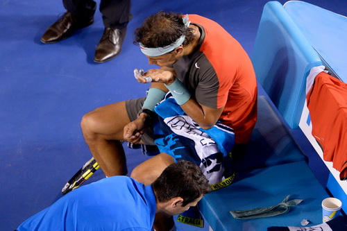 Chấn thương lòng bàn tay gây khó khăn cho Nadal ở Monte Carlo Masters