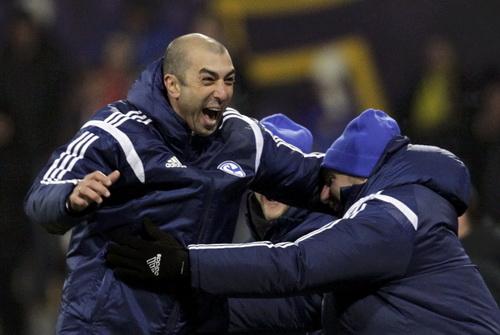 Cố nhân của Chelsea, HLV Di Matteo cũng vui mừng cùng Schalke vào vòng 16