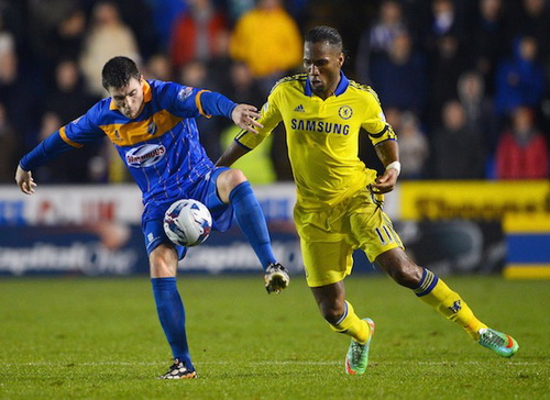 Drogba (11) với gánh nặng tuổi tác, khó giữ vị trí ở Chelsea