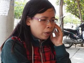 Điều dưỡng viên Ngô Thị Hoài Thương bị người nhà bệnh nhân bóp cổ - Ảnh: Đức Huy