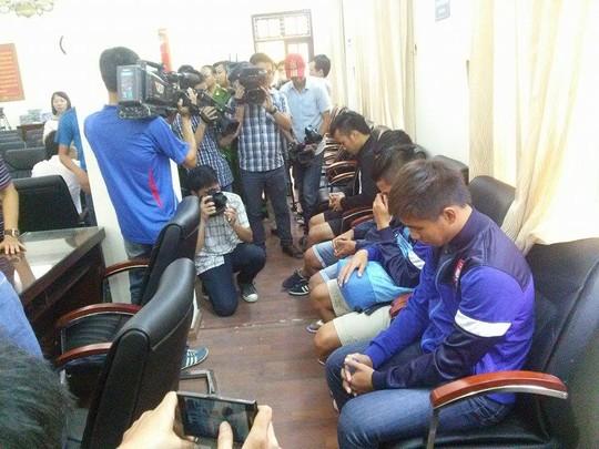6 cầu thủ Đồng Nai tại cơ quan điều tra hôm 21-7