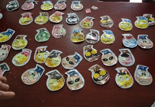 Các gói đồ chơi làm 36 học sinh nhập viện được cơ quan chức năng thu giữ
