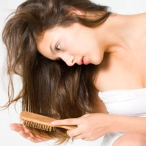 6 lý do khiến tóc bạn thưa dần