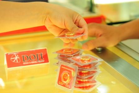 Chênh lệch mua bán vàng miếng tại DOJI chỉ còn 20.000 đồng mỗi lượng.