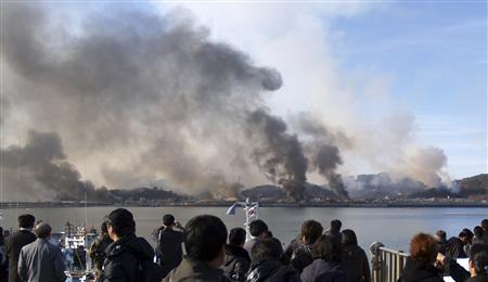 Triều Tiên bắn đạn pháo lên đảo Yeonpyeong của Hàn Quốc năm 2010. Ảnh: Reuters