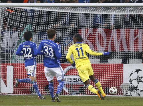 Didier Drogba lập công trong chiến thắng 5-0 của Chelsea trước Schalke
