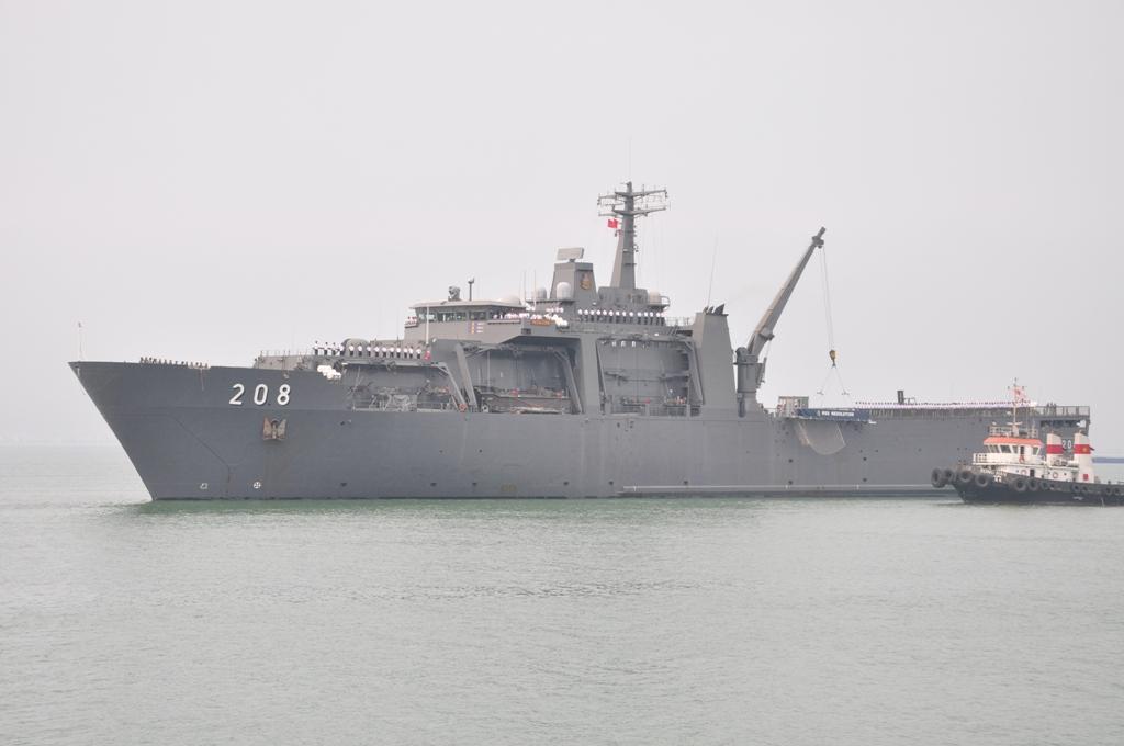 Cạn cảnh Tàu Hải quân Singapore RSS Resolution