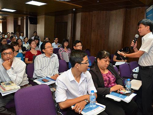 Một giáo viên phát biểu tại Hội thảo Hướng nghiệp do Báo Người Lao Động tổ chức ngày 21-12 Ảnh: TẤN THẠNH