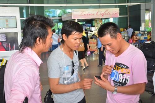 Ba lao động ngay sau khi xuống máy bay đã gọi điện bái tin về cho người thân