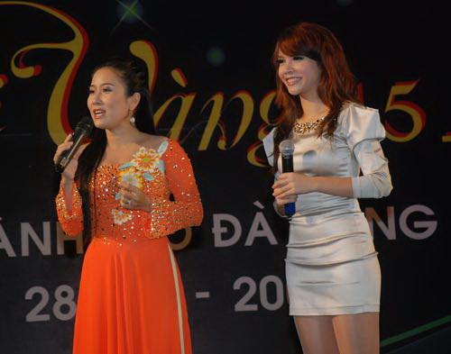 Vân Khánh hát tại chương trình tiền Mai Vàng