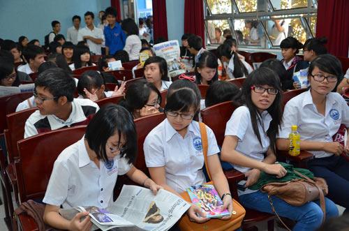 Báo Người Lao Động tư vấn tuyển sinh tại Đồng Nai. Ảnh: NLĐO