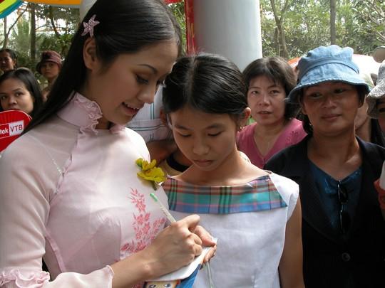 Thanh Thúy kỳ tên cho khán giả trong mùa Mai Vàng 2002