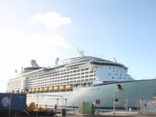 Hơn 300 người đổ bệnh trên siêu du thuyền Royal Caribbean