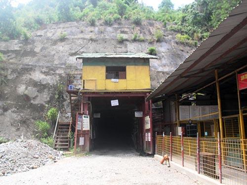 Chưa nộp thuế nhưng mỏ vàng Bồng Miêu vẫn khai thác và bán vàng